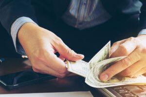 חוק לצמצום התשלום במזומן